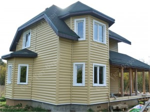 Дом из бруса, отделка сайдингом под имитацию бруса